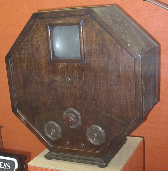 Octagon Mechanical TV Display Unit